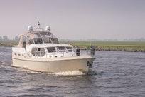 Luxe motorjacht verhuur in Friesland bij de Schiffart Yachtcharter
